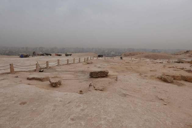 cairo behind pyramids.JPG