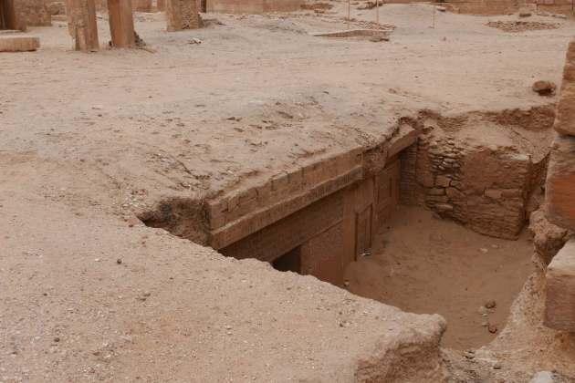 hole hieroglyphs.JPG