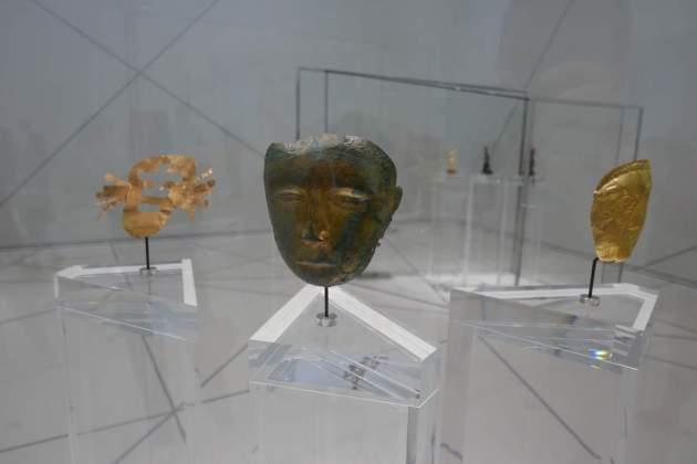 louvre 3 masks